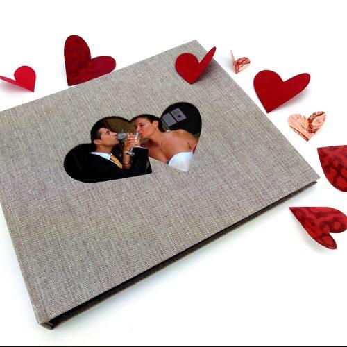 Álbum de foto y firmas con marco de corazones 12. MardePapel