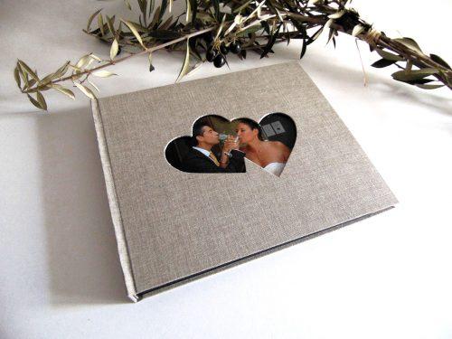 Álbum de foto y firmas con marco de corazones 2. MardePapel