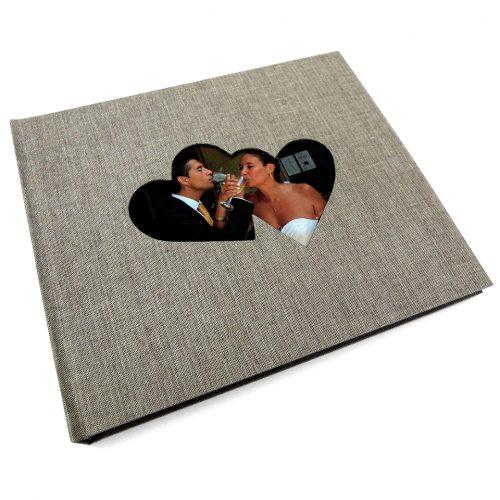 Álbum de foto y firmas con marco de corazones. MardePapel