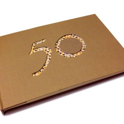 Libro de firmas 50 años beige. MardePapel