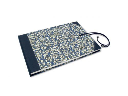 Libro de testigos con flores azules y cierre . MardePapel