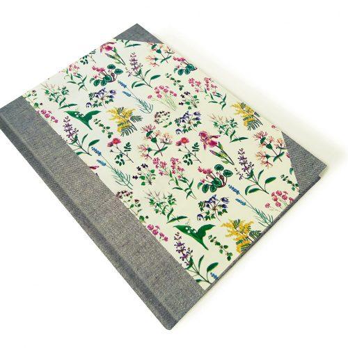 Conjunto con carpeta con flores silvestres . MardePapel