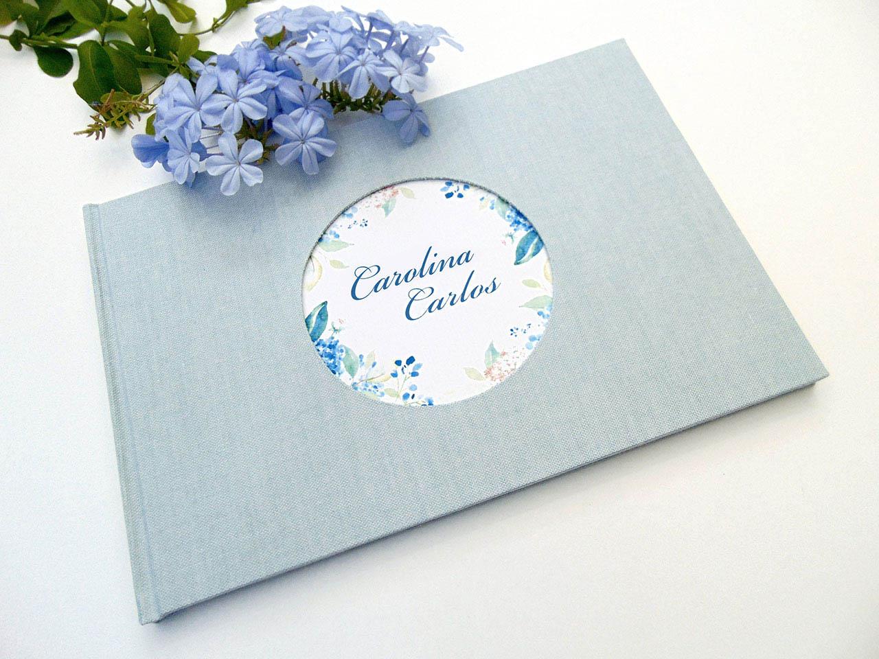 Libro de testigos forrado con tela de lino azul celeste