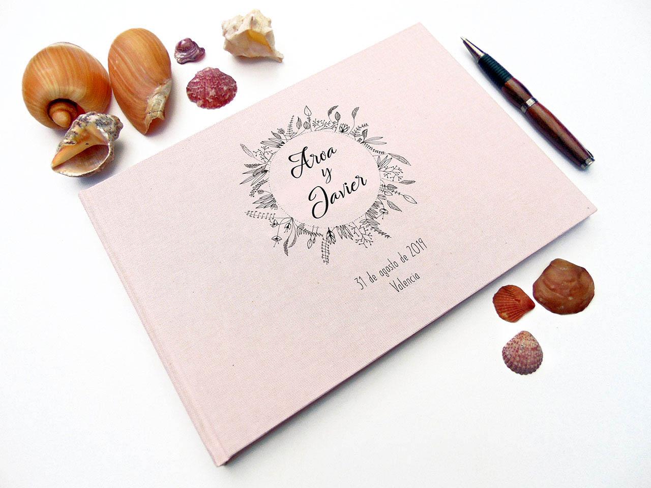Libro de testigos con tela de lino rosa impresa con corona original de MardePapel