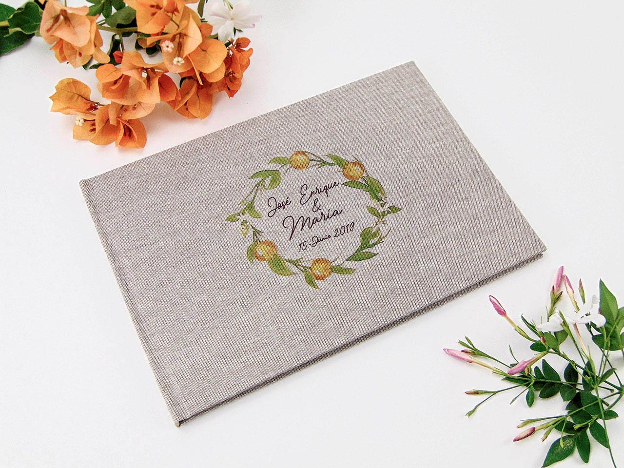Libro de testigos forrado con tela de lino gris impresa