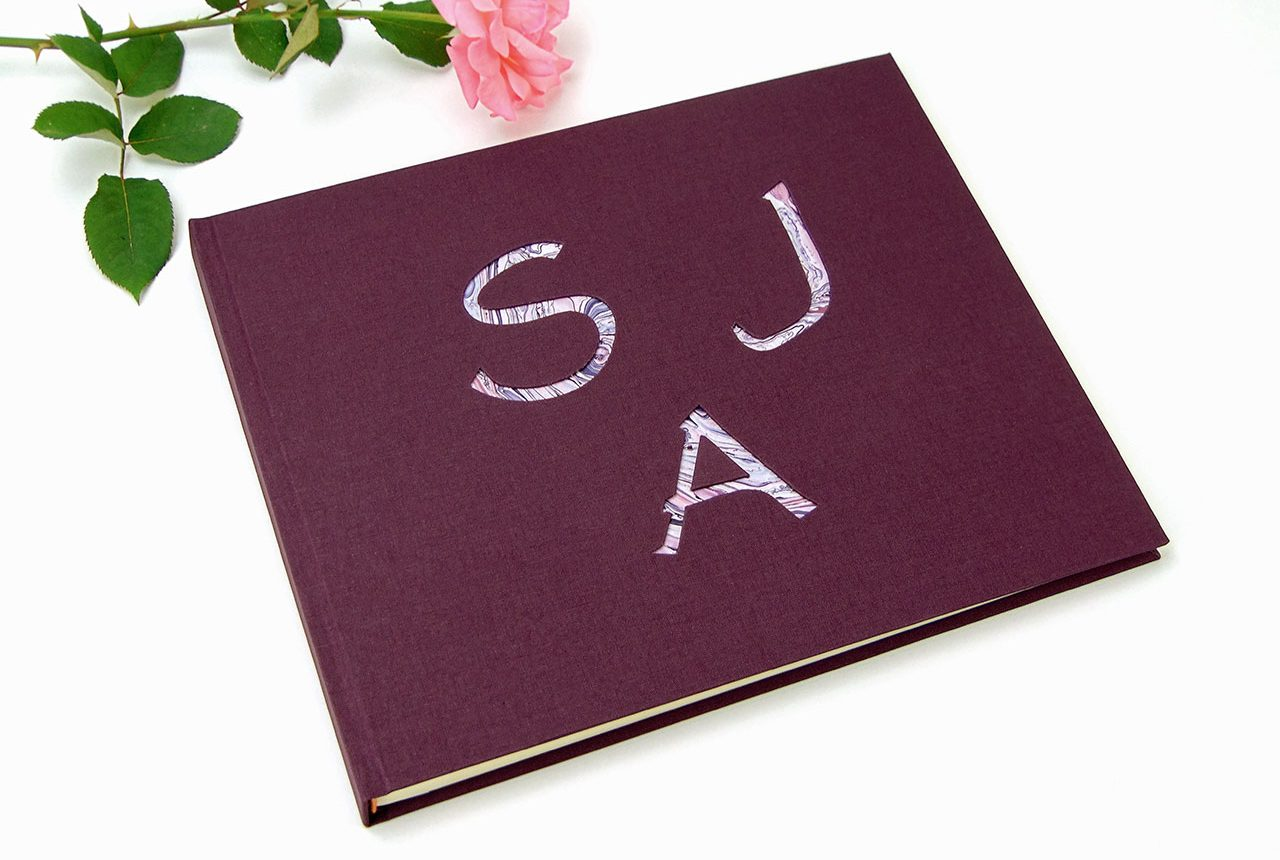 Libro de testigos y firmas personalizados. MardePapel