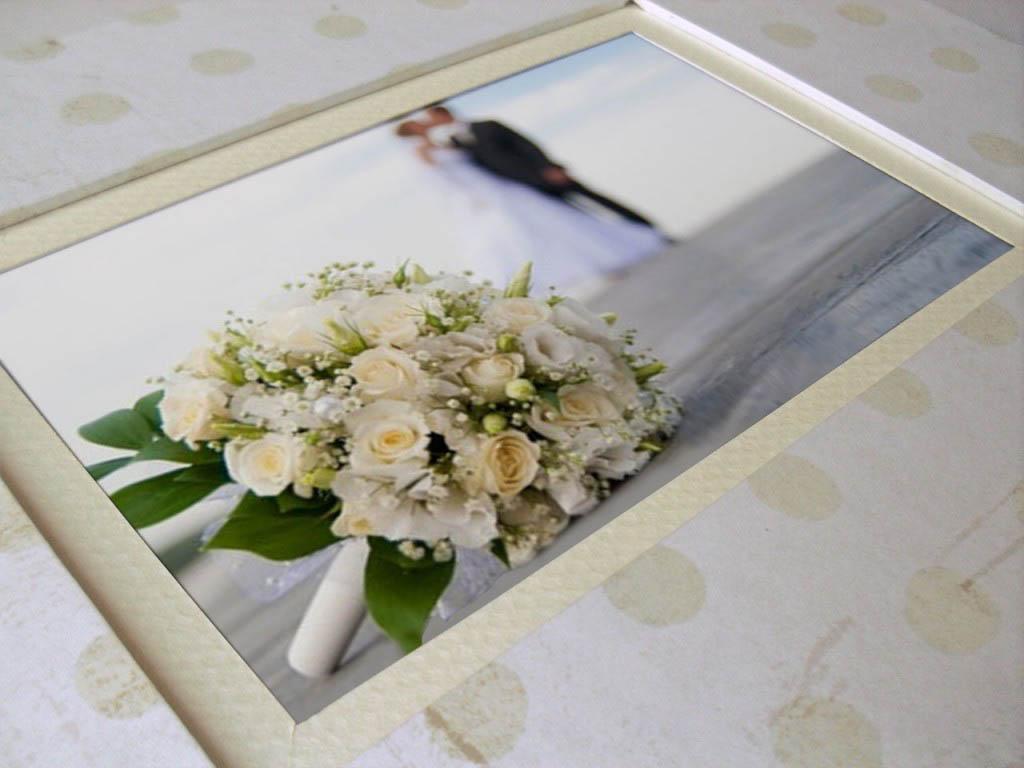 Libro de firmas blanco con marco para foto.