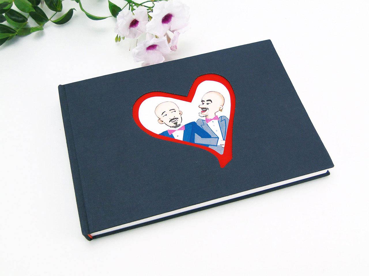 Libro de firmas con corazón troquelado y dibujo original de los novios