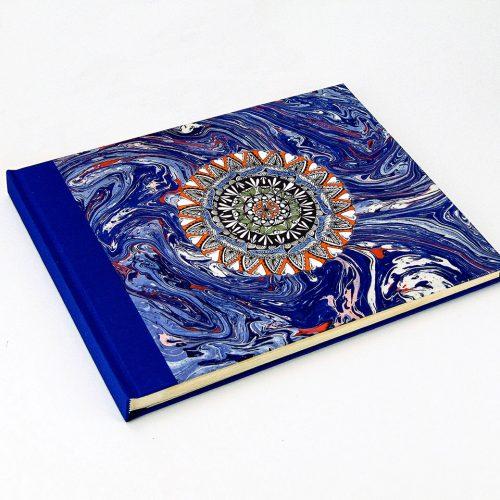 Álbum de fotos azul con mandala 3. Mardepapel