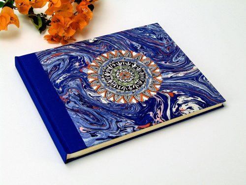 Álbum de fotos azul con mandala. Mardepapel