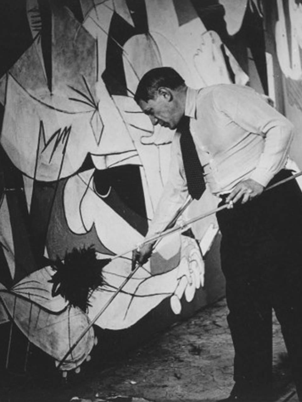 Dora Maar<br> Picasso pintando Guernica. 1937