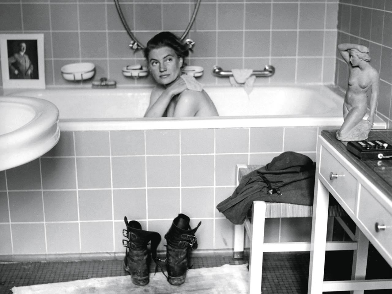 David Scherman <br>Lee Miller en la bañera del Führer 1945