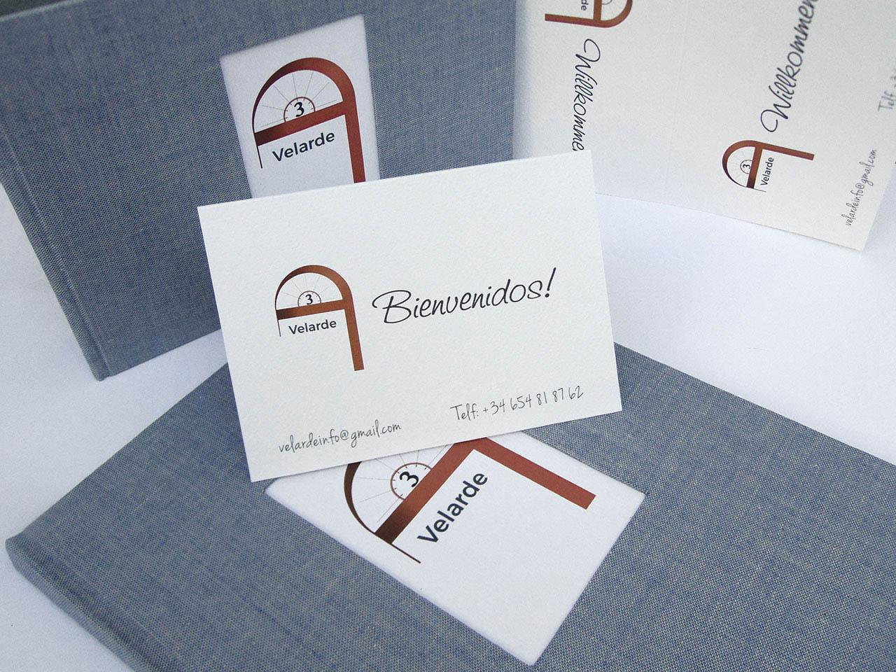Velarde 3.Carpeta, libro de firmas<br>  y tarjetas de bienvenida y visita