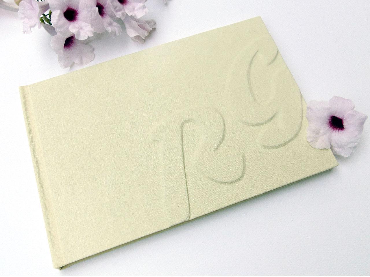 Hotel Villa Virginia <br>Libro de firmas personalizado para sus novios.