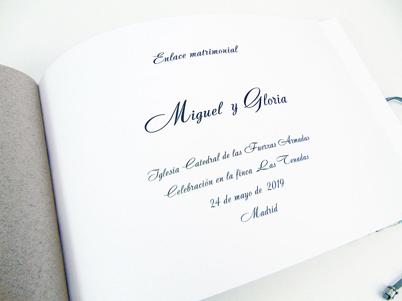 Primera hoja del libro<br> en tipografía Andantino