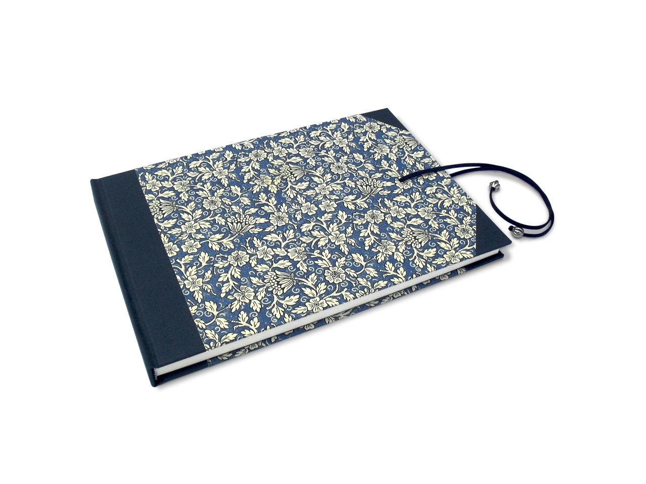 Libro de testigos <br>con flores azules y cierre