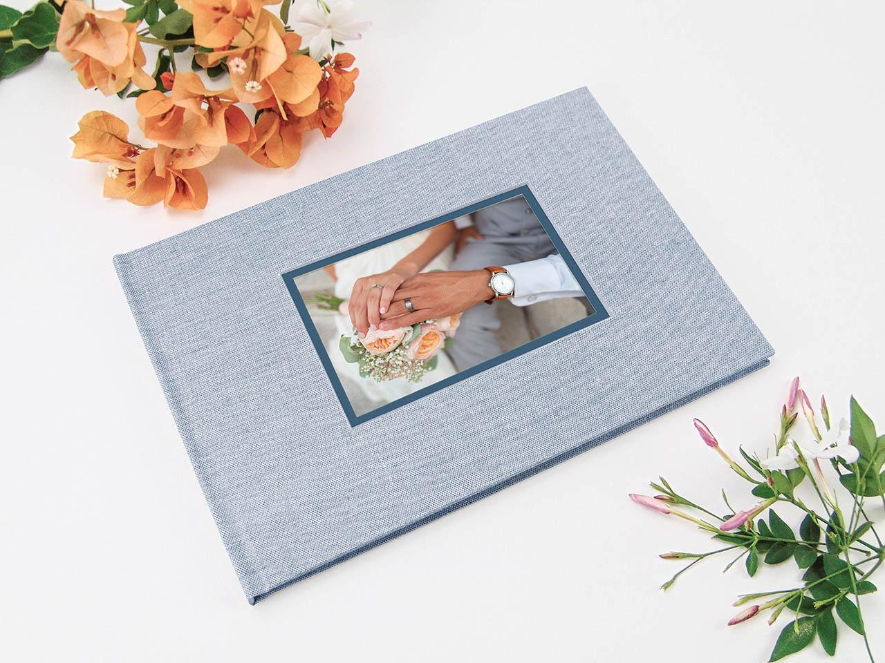 Libro de testigos <br>forrado con tela de lino azul